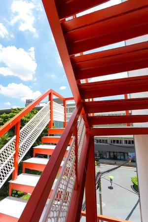 salidas de emergencia: Red de escape manera Fuego, que es el camino en el tiempo de emergencia, en el alto edificio de la ciudad