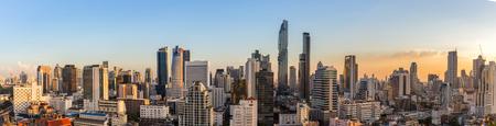 Cityscape van Bangkok in het bedrijfsleven zone met zonsondergang tijd, Thailand Stockfoto