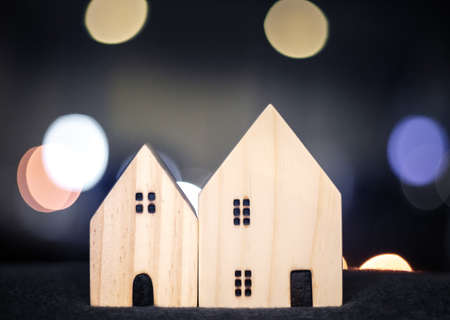 House or home wood model for family happy concept with bokeh light from modern downtown city in business, loan property, movement background Banque d'images