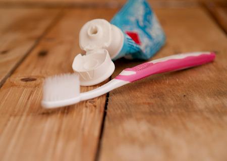 � fond: Brush teeth,  Thoroughly clean the teeth