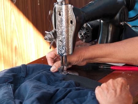 maquinas de coser: M�quina de coser, M�quina del bordado Incluyendo materiales preciosos. Foto de archivo