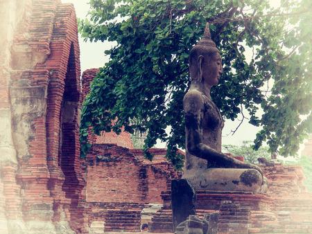 phra nakhon si ayutthaya: Wat Phra Mahathat temple in Phra Nakhon Si Ayutthaya Historical Park, Thailand.(Vintage colors picture) Stock Photo