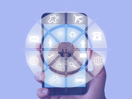 téléphone technologie d'appel Internet, personnes de connexion Web, icône du combiné sur l'écran tactile dans le réseau mondial. Banque d'images