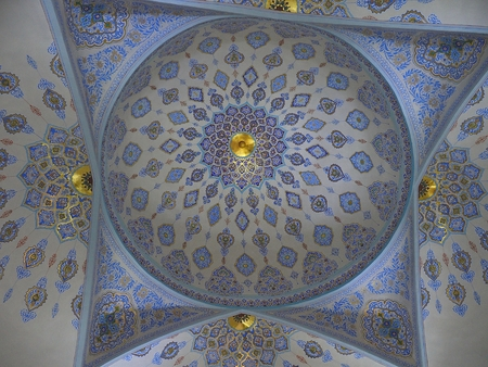 Islamic patterns Inside mixing gold and blue decoration under the dome of Kok Gumbaz Mosquee, Shahrisabz, Uzbekistan