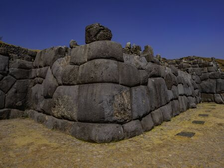 Huge block of carved stone forms the rounded and perfectly polished corner of the Sacsayhuaman wall Zdjęcie Seryjne