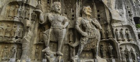Tang dynasty statues carved in limestone. State of Vaisravana one of The Four Heavenly Kings and State of Vajrapaniare, Luoyang, China 스톡 콘텐츠