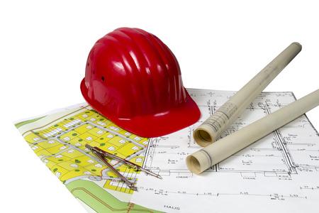 Plans de construction et Emplacements avec casque rouge et compas isol� sur fond blanc Banque d'images