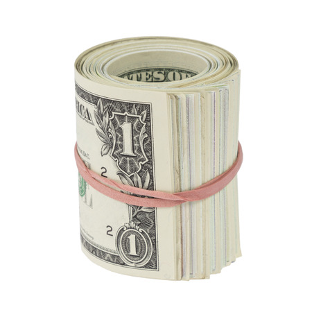 Rouleau de un dollar note avec bande de caoutchouc rouge isol� sur blanc