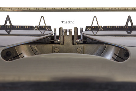 Les mots �la fin� �crit sur une machine � �crire Banque d'images