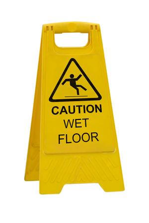 suelos: Precauci�n Amarillo resbaladizo piso mojado signo aislado sobre fondo blanco Foto de archivo