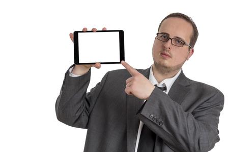 Jeune homme d'affaires en costume pointage sur un ordinateur tablette avec un �cran isol� sur fond blanc Banque d'images