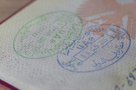 Entr�e et sortie Stamp des �mirats arabes unis dans un passeport allemand �ditoriale