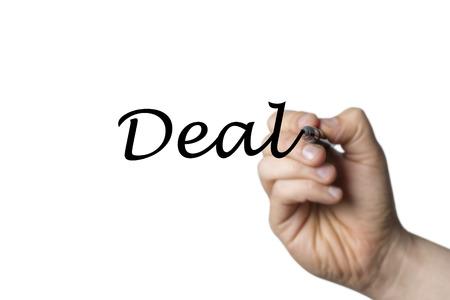 comunicación escrita: Tratar escrita por una mano aislada en el fondo blanco