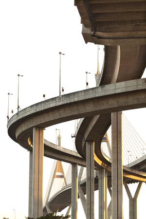 overlap: under expressway many routes overlap