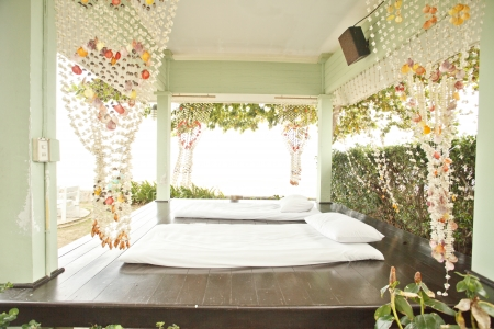 Luxurious bed by the sea, the beach to relax on vacation