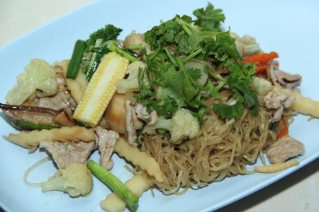 Fried egg noodles with vegetables