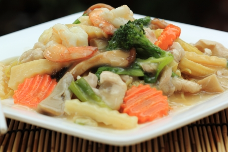 koy: Stir fried yellow noodle with in a creamy gravy sauce (Koy Se Mie)  Stock Photo