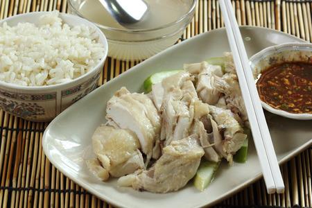 pollo de vapor en el plato con una taza de arroz vapor Hainan Chicken photo