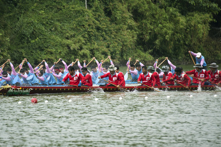 SARABURI, THAILAND - SEP 29 : Unidentified crew in traditional Thai long boats compete during Princess Cup Traditional Long Boat Race Championship on September 29, 2014 in SASABURI,Thailand