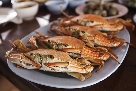 dungeness: Steam Dungeness crab ,ready to eat