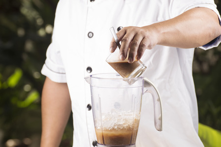 coffee blender: Chef putting coffee to blender with ice
