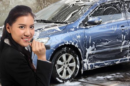 autolavado: Me espera mi limpieza del coche en el tren de lavado