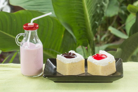 flavour: Very delicious Mini cake and Strawberry flavour milk