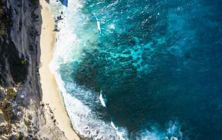 Top Down Aerial Shot Of Diamond Beach Thousand Islands at Nusa Penida, Bali - Indonesia Imagens