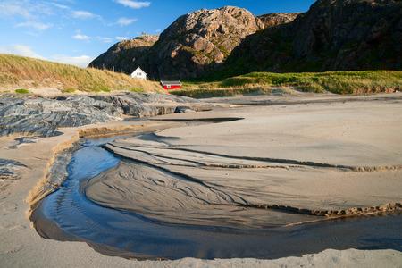 rigorous: spiaggia in norther Norvegia