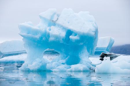 Icebergs floating on Jokulsarlon glacier lagoon in Iceland 스톡 콘텐츠