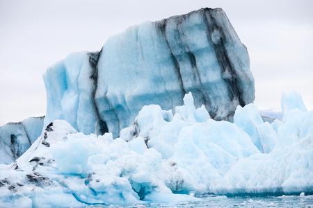 Icebergs swimming on Jokulsarlon glacier lagoon in Iceland Standard-Bild