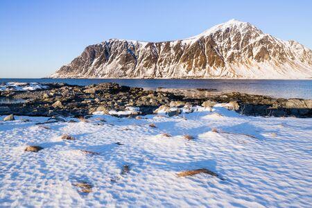 Evening mood at beautiful beach on Lofoten islands in winter Standard-Bild