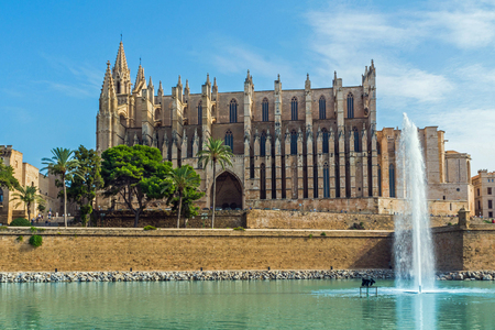 picture of the impressive cathedrale of palma de mallorca