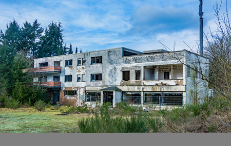 picture of an old abandoned hotel - shows aht will happen is the building is lonley Stock Photo