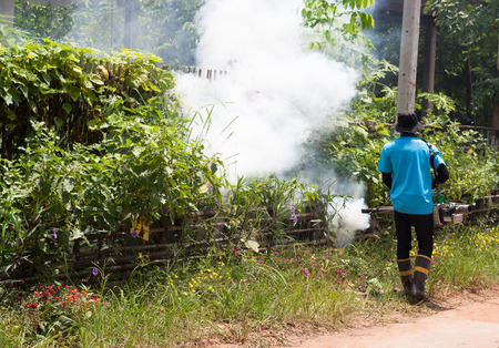Staff are spraying to remove mosquitoes. Eliminate mosquito breeding resources in the community to control dengue hemorrhagic fever..
