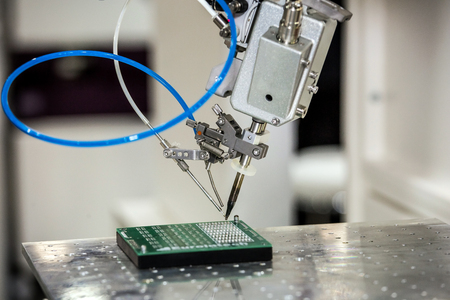 Desktop soldering robot used in soldering high-heat-sink applications such as a multilayer board and shielding case