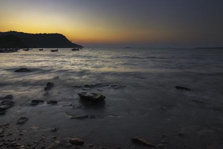 Red Gravvy Rocky Beach Near To Fishermen Village Standard-Bild