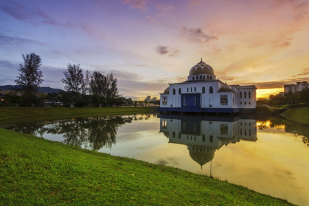 Mosque in nice sunset / sunrise with reflection on lake Standard-Bild
