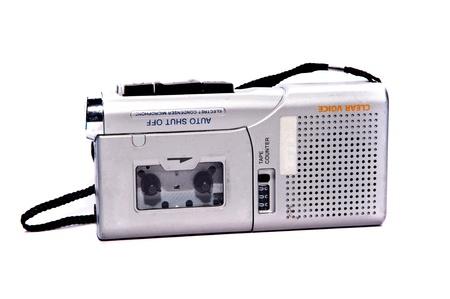 grabadora: dict�fono sobre fondos blancos