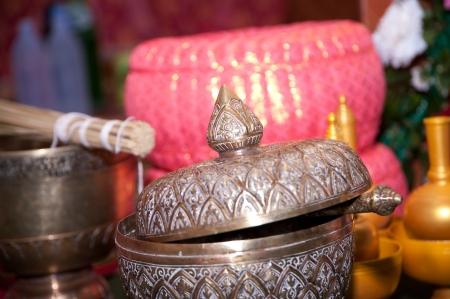 limosna: cuenco de las limosnas s monje tailand�s en la boda