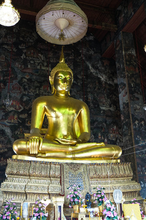 jade buddha temple: Buddha statue in thai temple