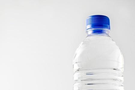 Una botella de agua mineral Foto de archivo - 12147877