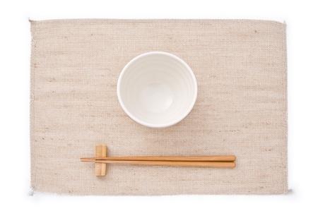 日本のカップとマットの上の箸 写真素材