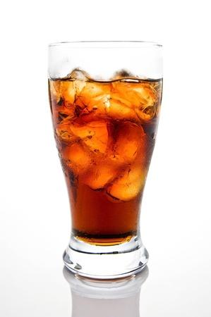 白い背景とガラスのソーダ