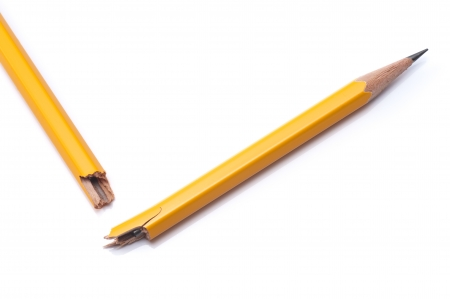 relent: Matita matita rotto su sfondo bianco, close-up