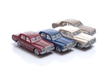 overturn: automobili giocattolo in miniatura isolati su sfondo bianco Archivio Fotografico