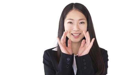 addressed: Donna che chiede di mettere la mano alla bocca