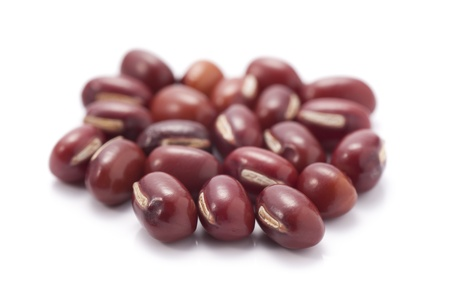 frijoles rojos: frijoles rojos aislados sobre fondo blanco