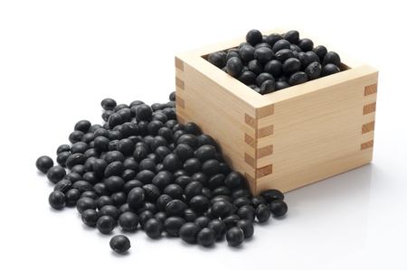白い背景に黒い豆 写真素材