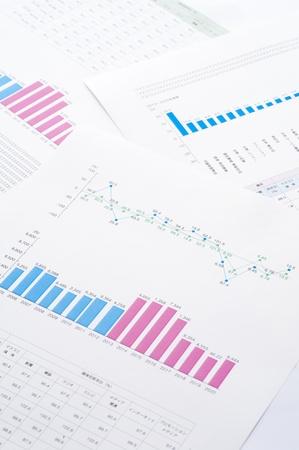 図面とビジネスのグラフ